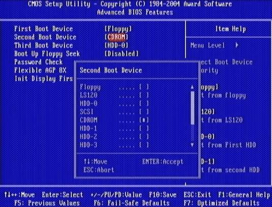 Выбираем в БИОСЕ, с какого носителя будет загружаться компьютер.
